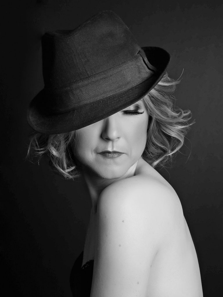 Bring hats and favourite accessories to your boudoir photoshoot