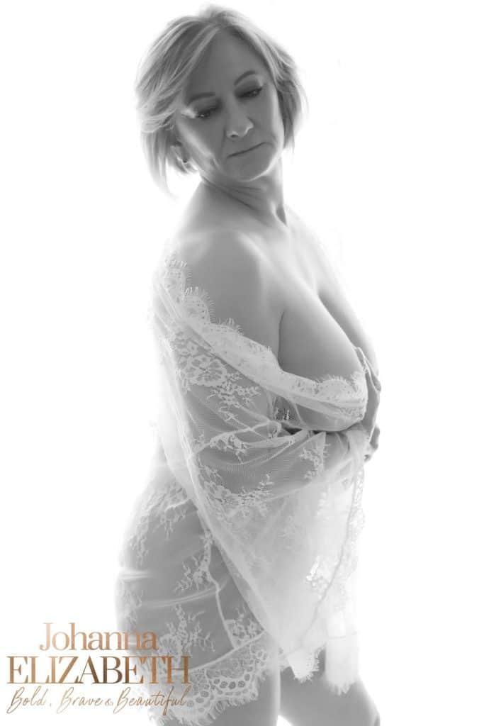Book a boudoir photoshoot with Johanna Elizabeth
